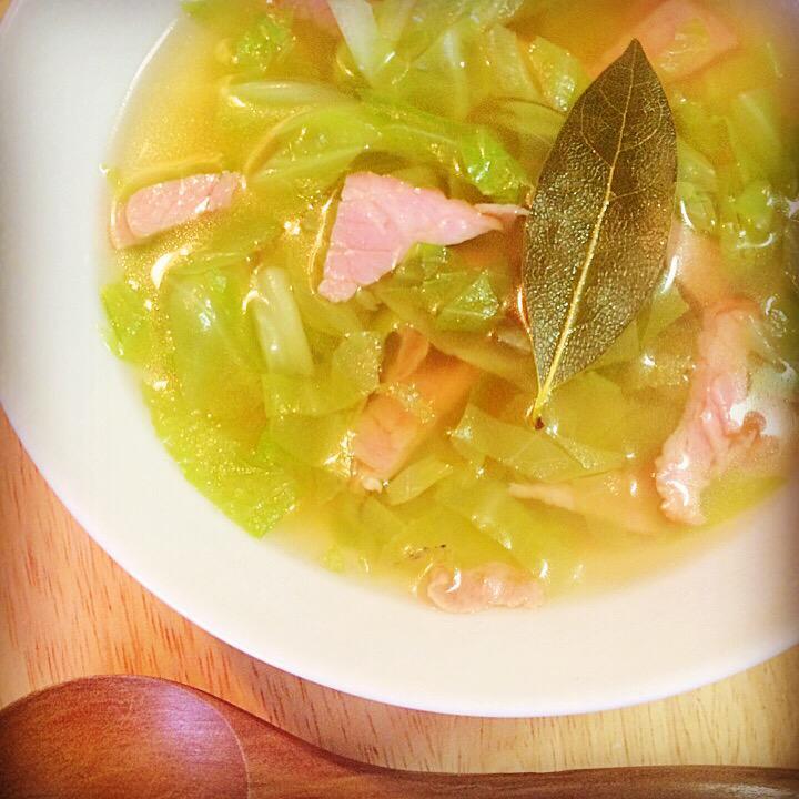 おはようございます!フォロー&リフォローありがとうございます!今朝は「キャベツとベーコンのスープ」です!キャベツで胃腸を整える!今日も素敵な一日を!#followmejp #sougofollow #followdaibosyu http://t.co/dAlezchmaF