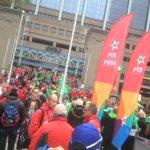 Betogers stromen toe in #Brussel. @pvdabelgie solidair. Er is #genoeg voor iedereen. #7okt http://t.co/VSGs2uwEoN