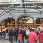 Veel volk in Gent station naar de betoging #7okt #7oct #genoeg #assez http://t.co/MEuossXv68