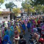 Karnaval dimulai, skrg sedang lewat 1000 gadis ngarot di Jl. Letjend Suprapto ke arah waiki @kotaindramayu #imy488 http://t.co/7fpc2CIOSl