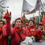 Eerste wegen in centrum Brussel al dicht voor #betoging7okt http://t.co/NpyoSr9LGE http://t.co/lViHkp20rA