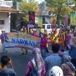 Kec Indamayu menampilkan Upacara Adat Nadran @kotaindramayu #imy488 http://t.co/3KVayQlZ4i