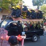 "Dinas pertanian dan peternakan dengan singkong ""raksasa"" @kotaindramayu #imy488 http://t.co/H3GOlaUhpJ"