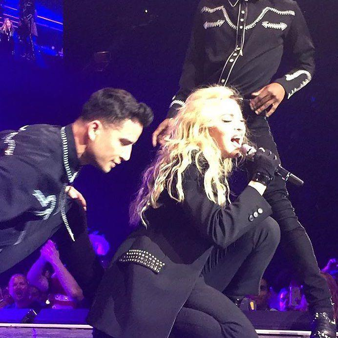 Someone said that Romance was dead.......think with your heart not with your head ❤️ #rebelhearttour http://t.co/iEb1IjwOrW