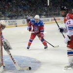"""Владимир Путин забросил четыре шайбы в матче """"Звезд НХЛ"""" и сборной Ночной хоккейной лиги http://t.co/rfMFj8w2lg http://t.co/aqDMGhXgSV"""