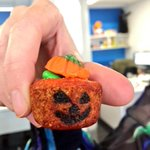 The world's cutest Jack o' lantern cookie cups http://t.co/sfXM3WYnvj Me: Brilliant stuff by @FritosnFoie