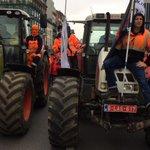 Landbouwers nemen samen met Havenarbeiders kop van de betoging #7okt http://t.co/i5fGuUdfAJ