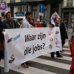 We zijn onderweg naar Brussel noord met jeugdwerkingen (o.a. @VzwJong) en vakbonden. #7okt #betoging7okt http://t.co/HfnZ1GCbqn
