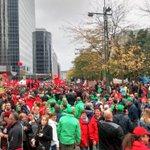 Ondanks de regen, aantal betogers: ontelbaar. #7okt http://t.co/aucL54rRkt