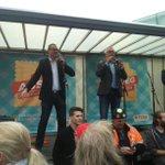 @peter_mertens en @RaoulHedebouw vinden de sympathie op straat voor #miljonairstaks en #30u werkweek #7okt http://t.co/o15wmXpbqH