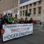 bespaar niet op onze toekomst!, ook de studenten zijn aanwezig op de grote betoging in Brussel. #genoeg http://t.co/pat14GDd8g