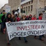 Studenten present op de betoging #7okt #genoeg http://t.co/8eYuUPnSLi