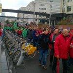 Les rangs se resserrent au passage de la gare centrale #manif7oct #Bruxelles @lalibrebe http://t.co/iD0cJ50Vc5