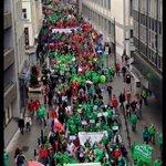 Impressionnantes files à Bruxelles à deux jours de la sortie du nouvel iPhone. http://t.co/EDDN09NsAX