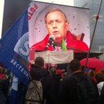 """""""On ne donne plus aucun espoir aux jeunes"""" crie Marc Gobelet #manif7oct #Bruxelles @lalibrebe http://t.co/w8LstLynYE"""
