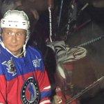 """Приехал в ледовый дворец Шайба Владимир #Путин на Гала-матч НХЛ: трибуны кричат """"С днем рождения!"""" http://t.co/PwmJ5qtEBQ"""