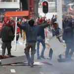 Politie telt 80.000 betogers in Brussel, rellen aan Zuidstation http://t.co/NEg3ouzAdK http://t.co/xnEJAjY7eb