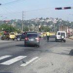8:05am Se mantiene cerrado paso intercomunal Bqto-Cabudare ambos sentidos por protesta transportistas http://t.co/34V534mCbi