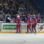 К середине первого периода #Путин забросил две шайбы, счет 4:1 в пользу Звезд НХЛ http://t.co/CROxkI36Ko