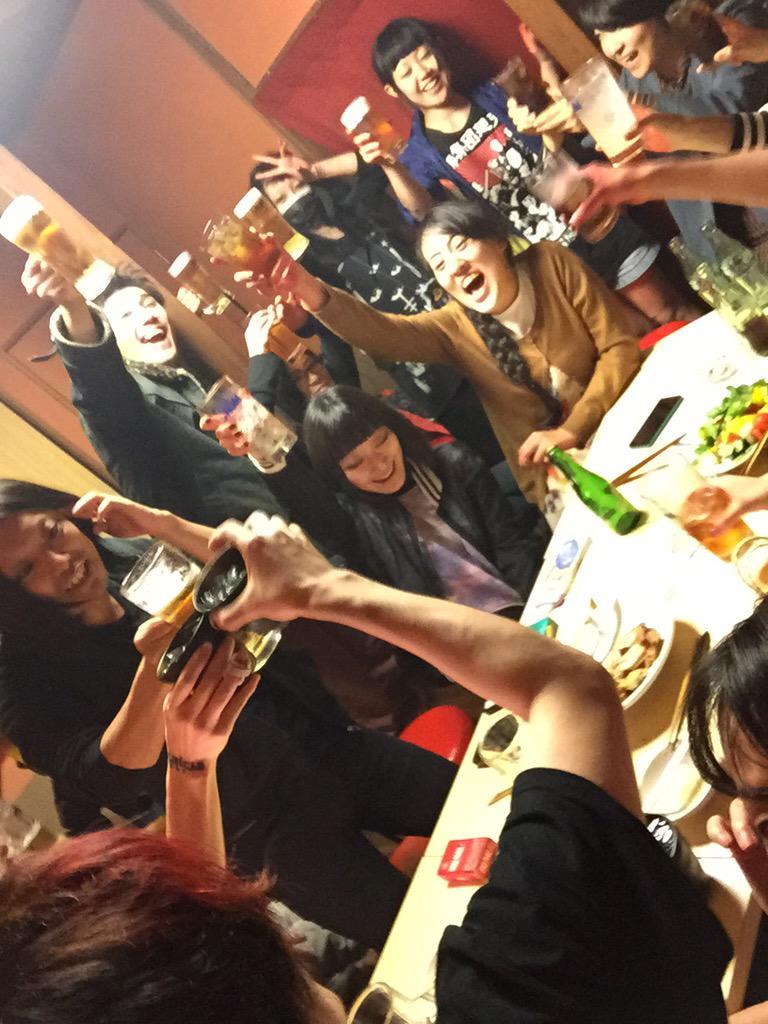 屍のパレード開幕!初日乾杯!みんなありがとう!! 明日も常川さん出演回で19時開演。 第一の衣装、制服写真解禁! なかなか熱い夜。  http://t.co/69TmlVPywN http://t.co/i1imVhA12D
