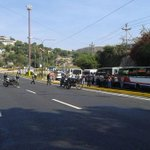 Transportistas cerraron Redoma de Santa Rosa en rechazo a la inseguridad y déficit de repuestos. Vía @lesleygonzalez http://t.co/TWFI5PYQAi