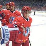 Владимир Путин в свой день рождения забросил 7 шайб в хоккейном матче! #Respect http://t.co/KykcdJ6kmZ http://t.co/akE8UvI89K