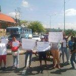 via @YorviGarciaRL: Habitantes de Sto. Domingo trancan la Av. Ribereña por falta de agua http://t.co/hcHulYsBAI #Lara