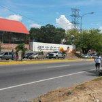 via @rcruzalej: Cierre total en ambos sentidos de la Av. Ribereña a la altura del Sector Santo Domingo. http://t.co/EWyqbYN7sc #Lara