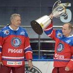 Путин поставил личный рекорд по количеству забитых шайб во время хоккейной игры (ВИДЕО) http://t.co/Qpczfr5r60 http://t.co/wq3zfcEVM7