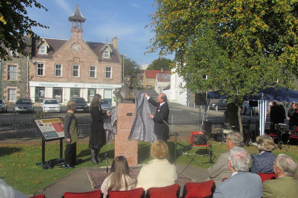 В Шотландии установлен памятник Михаилу Лермонтову http://t.co/F8NcGk992x http://t.co/SMZ5p0ZARu