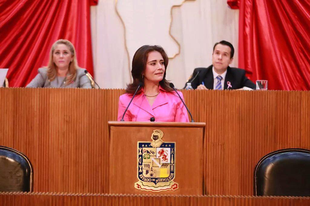 Alhinna Vargas (@AlhinnaVargas): Día de gran actividad. En Tribuna mencioné una postura de nuestro papel frente al Nuevo Sistema de Justicia Penal. http://t.co/eHdbSGDZ8V