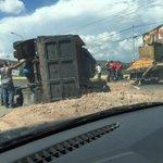 Accidente cerca de Santa Rosa vía #Barquisimeto . tranca @trafficLARA @trafficlara http://t.co/ThyE32jhz3