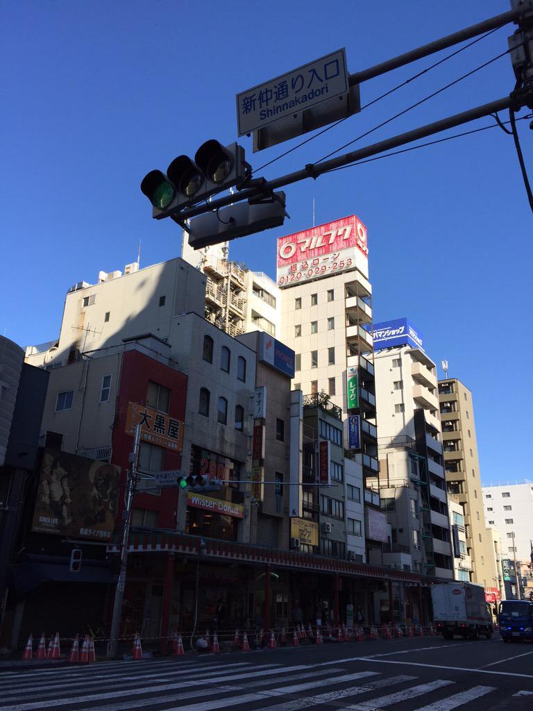 浅草駅前のマルフク健在 http://t.co/SGu48vh9wg