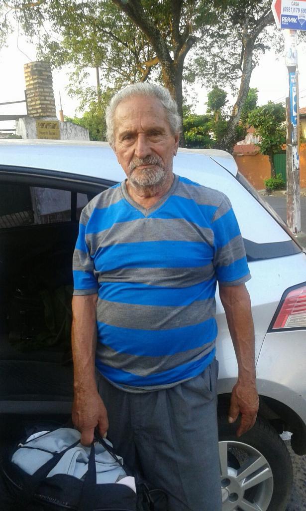 Help! El señor dice llamarse Miguel Ruiz Díaz y está perdido. Info en la Comisaría 1ra. Metro si saben de su familia! http://t.co/pmqbbhMD57