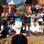 "Modi lookalike takes part in a puja at Pashupatinath to ""wash away sins"" for blockadng Nepal (pic:@kathmandupost) http://t.co/1LMazOX5j7"
