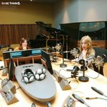 #써니 의 #FM데이트 지금 #태연 씨와 함께하고 있습니다~???????? #보이는라디오 #ON #소녀시대 http://t.co/bvYr4K2wps
