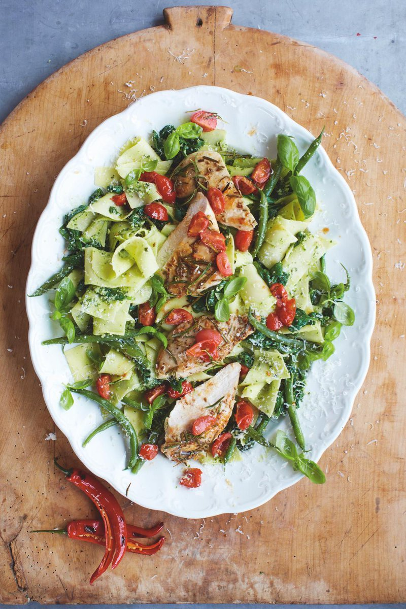 #Recipeoftheday Pasta pesto with garlic & rosemary chicken, super-quick, super-tasty! http://t.co/UUQ3ntFdGa http://t.co/aHyvShHXJW