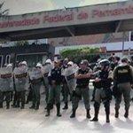 Desocupação: com spray de pimenta, Batalhão de Choque retira estudantes da reitoria da UFPE http://t.co/xb2LkB2qfp http://t.co/DYejfNvAsV