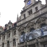 Banner am Rathaus: @StadtLeipzig thematisiert Flucht und Vertreibung 1945 und 2015. #Leipzig http://t.co/yH44dTOZLy http://t.co/LW3YUBEiQB
