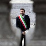 Il sindaco di Roma Ignazio #Marino ha rassegnato le sue dimissioni http://t.co/mf9siQF1re @sole24ore http://t.co/pXO9g9qKYx