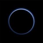 #URGENTE Espaçonave da Nasa descobre céu azul e água congelada em Plutão. Mais detalhes em breve. (Foto: EPA) http://t.co/KCeCDMYmYl