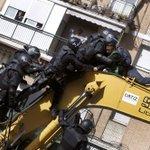 El Parlamento Europeo pide que los bancos no desahucien a familias de su única vivienda http://t.co/P7f9GxImKH http://t.co/BaTv3I7PW1