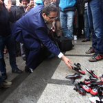 Digitürk önünde protesto http://t.co/KDuXKNivpU http://t.co/LYbZtLqZ60