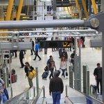 Más de 3,7 millones de viajeros pasarán por los aeropuertos españoles este puente http://t.co/ii2JffWYSo http://t.co/Hh4Nsn85Sf