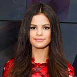 .@selenagomez Reveals Reason for Recent Hiatus: Im in Chemotherapy. Youre Assholes http://t.co/0oKoJqokpK http://t.co/ph7do82IH1