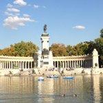 Disfrutando de un día precioso en el #ParquedelRetiro en #Madrid feliz tarde.#Photo#Arte#Moda http://t.co/6hSGAt4GpU