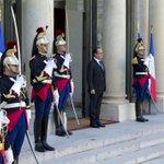 François Hollande, lhomme qui a fait gagner 19 millions deuros à la France http://t.co/d08apAALk2 http://t.co/4J6aAmPoa8