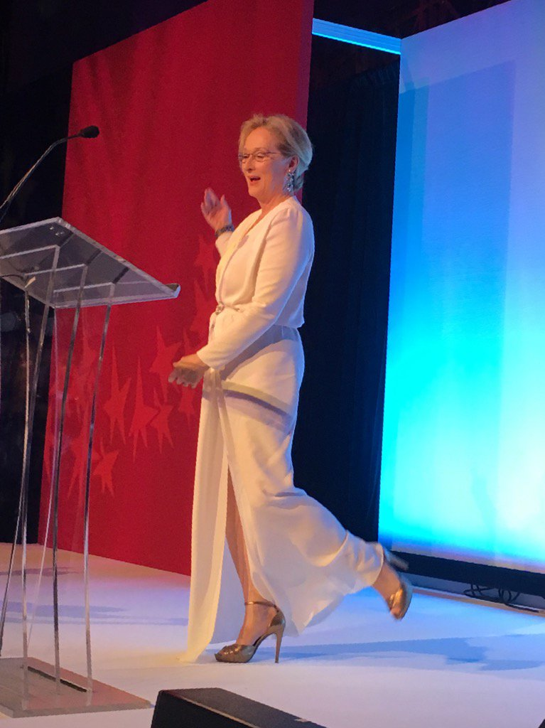 Aaand I'm breathing the same air as #merylstreep right now (in Lanvin), which means we are BFFs, right? https://t.co/TUyLGTkUk1