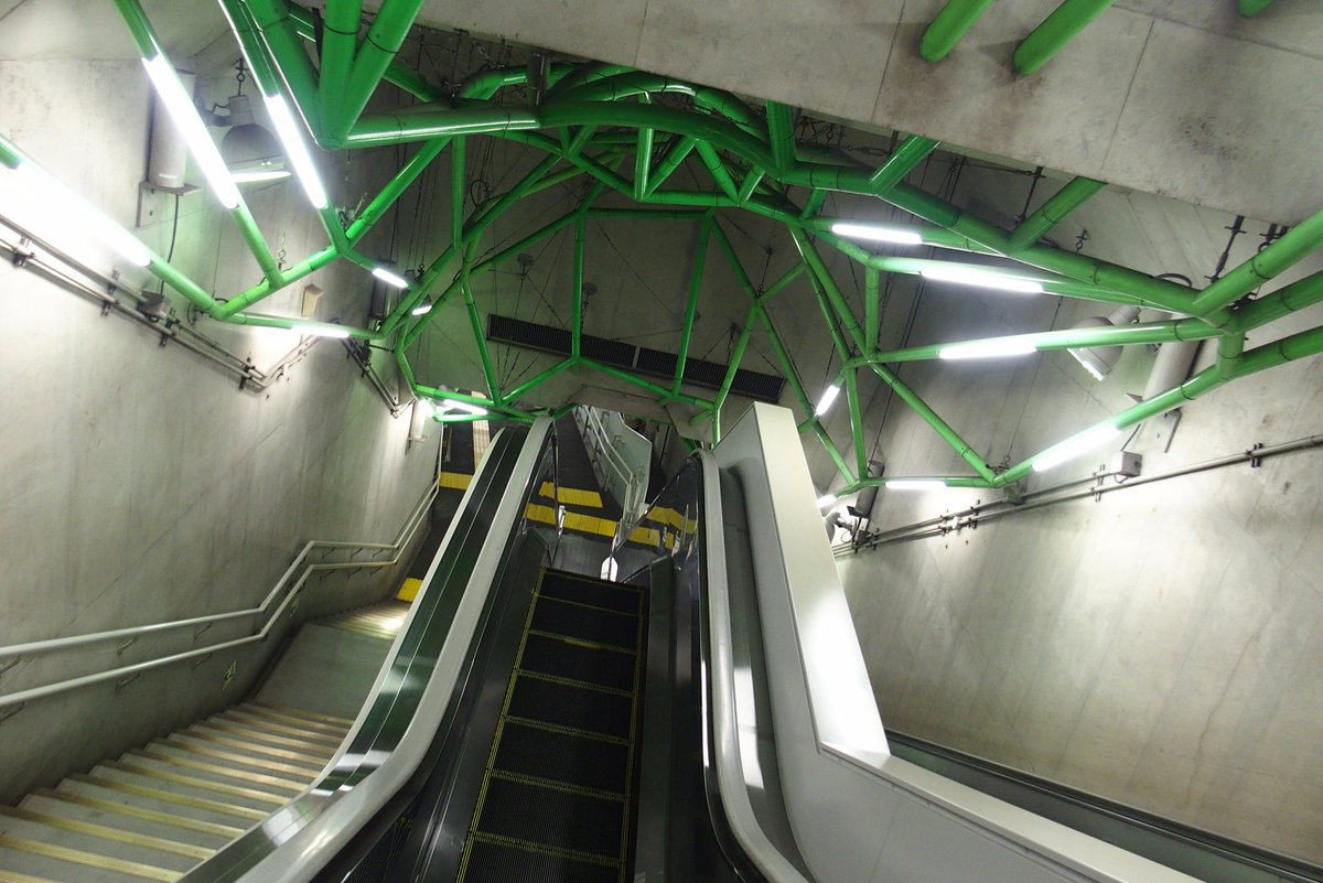 大江戸線飯田橋駅地下通路の敵の惑星中枢に乗り込んでゆく雰囲気嫌いじゃないです https://t.co/S55Un638D2