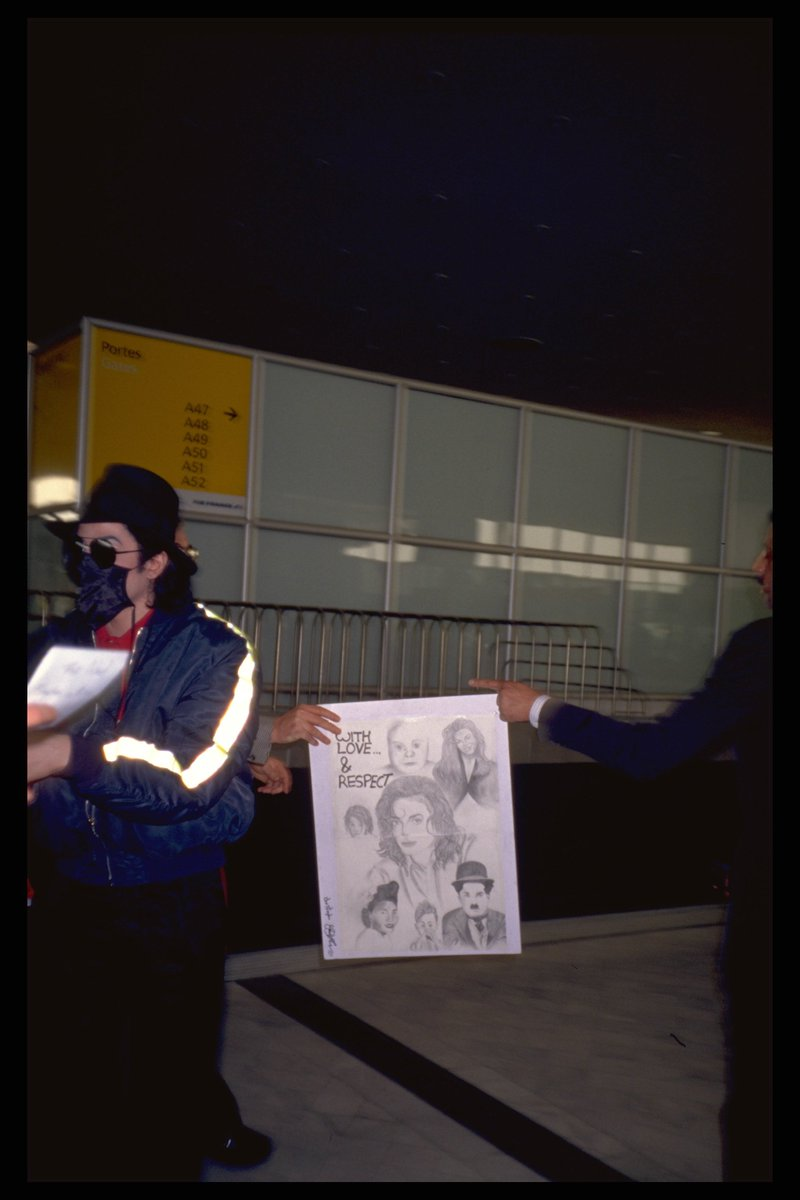 #MJFAM here is a pic of #MichaelJackson in France from our personnal collection @MjTunes_Radio with LOVE. Stay Tuned https://t.co/vQmtnT26uk